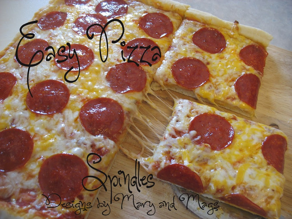 Easy pizza crust recipe at www.spindlesdesigns.com #easypizza #pizzacrustrecipe