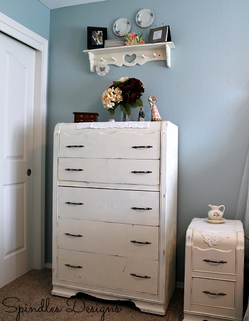 New Master Bedroom on www.spindlesdesigns.com #masterbedroommakeover