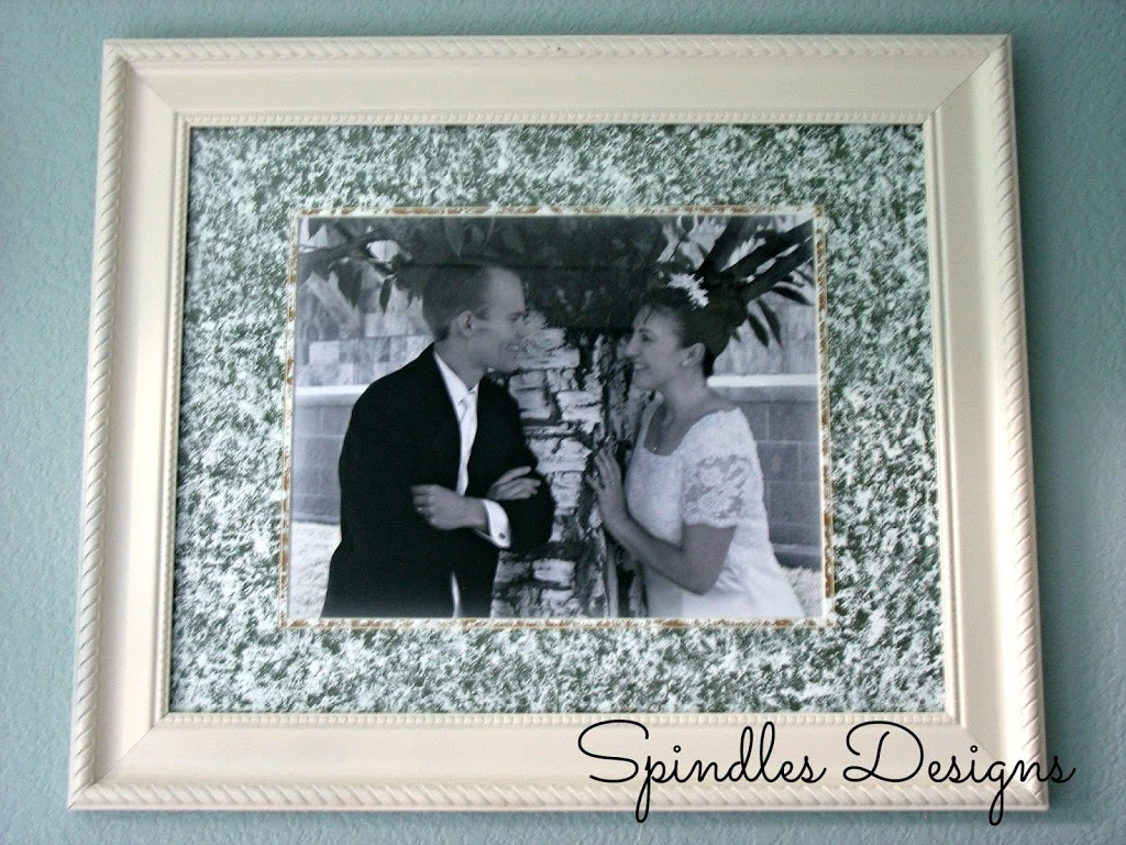 Easy fix for an ugly frame and mat - paint! www.spindlesdesigns.com #paintpicturemat #paintframe