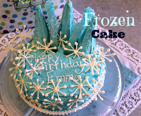 Frozen themed bithday cake idea at www.spindlesdesigns.com #frozenbirthdaypartycake #frozenbirdayparty