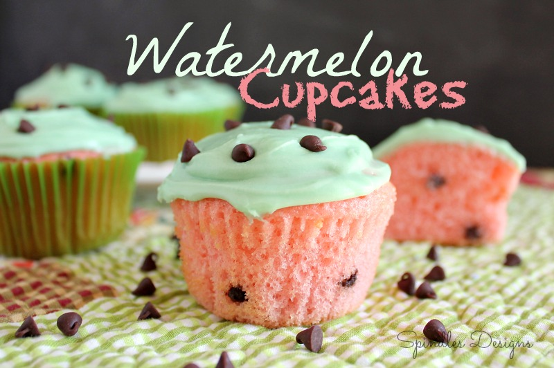 Watermelon cupcakes are so easy to make. All you need it a Strawberry Cake mix some chocolate chips and green frosting. www.SpindlesDesigns.com